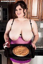 There's a Undressed Beauty In The Kitchen