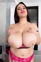 Sofia Santana: Boobiesbunny Bust-out